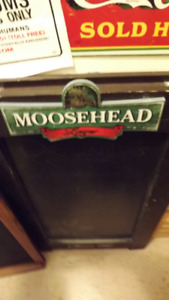 MOOSEHEAD PACKAGE DEAL:SANDWICH BOARD+2 TAP HANDLES+6 GLASSES