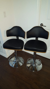 2 high-quality kitchen/bar stools - EXCELLENT CONDITION!