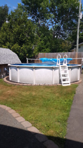 Above-ground pool with heat pump