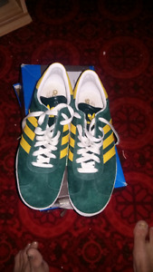 ADIDAS never worn sneakers. Green and yellow .