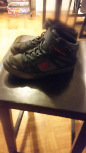 Boys DC runners size 6
