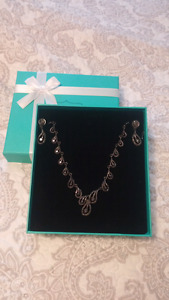 Necklance and earring set for sale