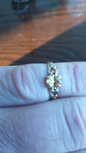 VINTAGE 10K NATURAL YELLOW SAPPHIRE ENGAGEMENT RING