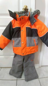 OshKosh toddler winter jacket with snow pants size 4