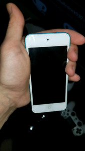 iPod touch 5th Generation 32gb With case