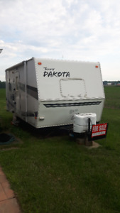 18 FT TRAVEL TRAILER