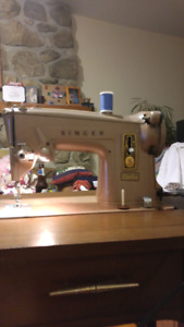 Working Vintage Sewing Machine with Table