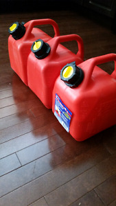 Jerry Cans / Gas Cans / Fuel Cans Like New