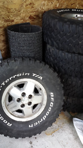 Set of 5 32 11.5 15 Jeep Rims and Mud Tires