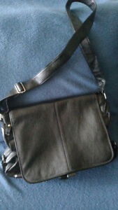 Sale - Perfect Shoulder Bag / Carry-all / Great for Laptops !