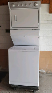 WHIRLPOOL STACKABLE LAUNDRY CENTER