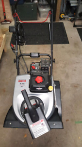 Briggs and Stratton Gas Snowblower with Electric Start