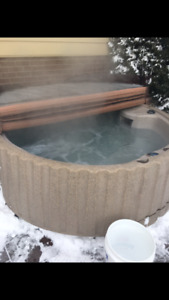 Hot tub - plug in to regular outlet