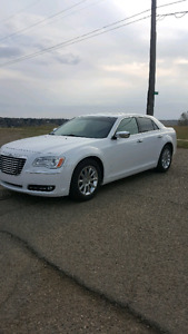 **MINT** 2013 Chrysler 300C