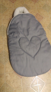 Car seat Baby snuggler $10