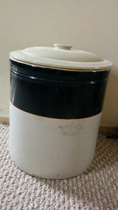 #5Crock with lid