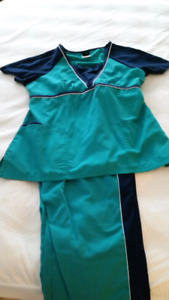 Size large scrub set
