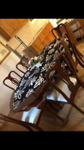 Dining Room Table - 6 Chairs