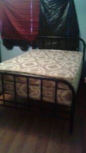 ANTIQUE DOUBLE METAL FRAME W/MATTRESS & BOXSPRING