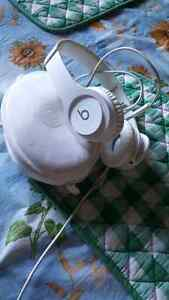 Dr Dre beats solo HD white(not able to buy anymore) Peterborough Peterborough Area image 1