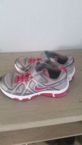 Girls sneakers size 3.5