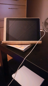 iPad 4 + bamboo tablet stand