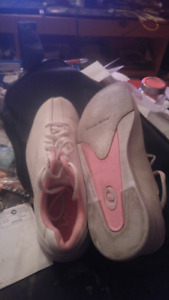 Lady size 5 -6 bowling Shoes with bag
