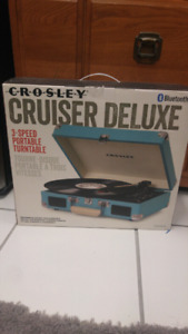 Crosley Cruiser Deluxe Bluetooth Turntable