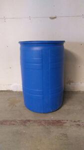 Gros baril de plastique 55 gallons