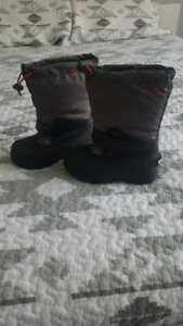 (New) kids size 1 columbia winter boots