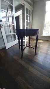 Round End Table or Accent Table Windsor Region Ontario image 1