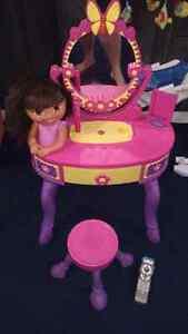 Dora vanity with stool