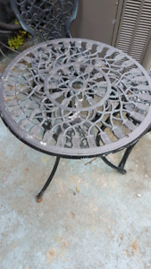 Cast iron chairs and cast Alunimun table