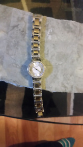 Ladies pretty fossil 2 tones silver and gold watch