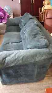 LARGE COMFORTABLE COUCH London Ontario image 2