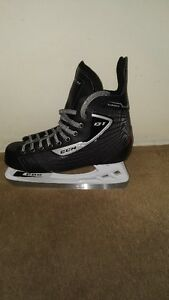 Mens CCM Hockey Skates  Size 9
