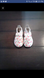 Robeez slippers size 0-6 months