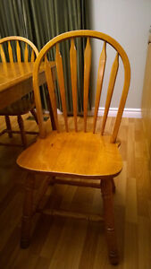 Solid Wood Dinning/KitchenTable with 4 Chairs with Hutch Oakville / Halton Region Toronto (GTA) image 4