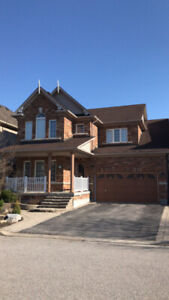 Detached house for rent in Aurora