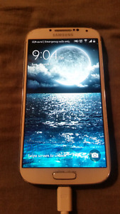 WHITE SAMSUNG S4  (  ROGERS )