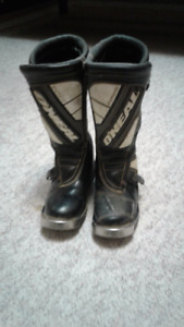 Used  youth moto x boots size 5