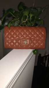 Channel Purse - good condition - NEW