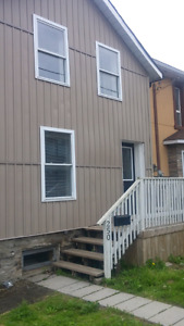2 BED 1 BATH $750 + HEAT+HYDRO