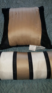 Brand new accent pillows
