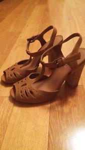 Aldo Leather T-Strap Sandals sz 7.5 (38)