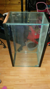30g tank with crack - great for reptile terarrium or rodents