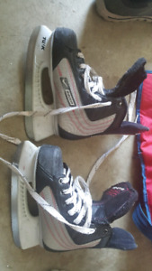 Hockey Bauer ignite kids skates  size 4 kids