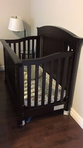 Windsor Lifetime Crib set – Purchased from Babies R us.