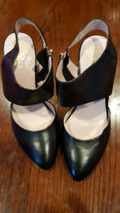 Vince Camuto shows - size 7