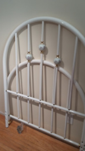 White Metal Bed Frame Twin/Full